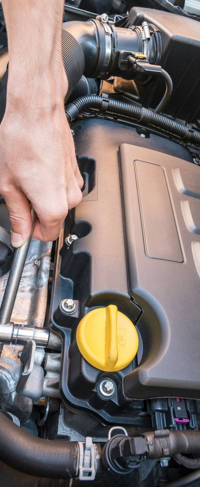 hand turning ratchet on engine bolt